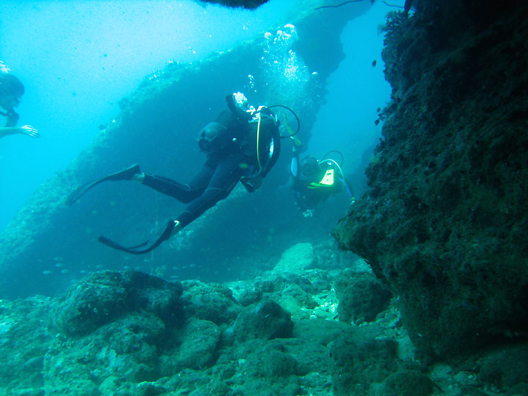 Aspects of the Grotte Juliette dive, where the swell have broken the reef