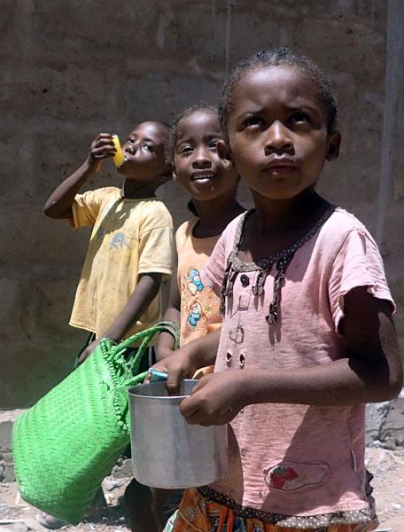 Photo,  Gamins de Mangily prise par Pierre Girardet