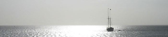 Goelette au mouillage dans la baie de Ranobe