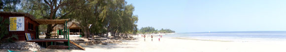 La plage de Mangily et le centre de plongée ATIMOO