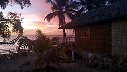 Bungalow de l'hôtel 'La Bella Donna', soleil couchant